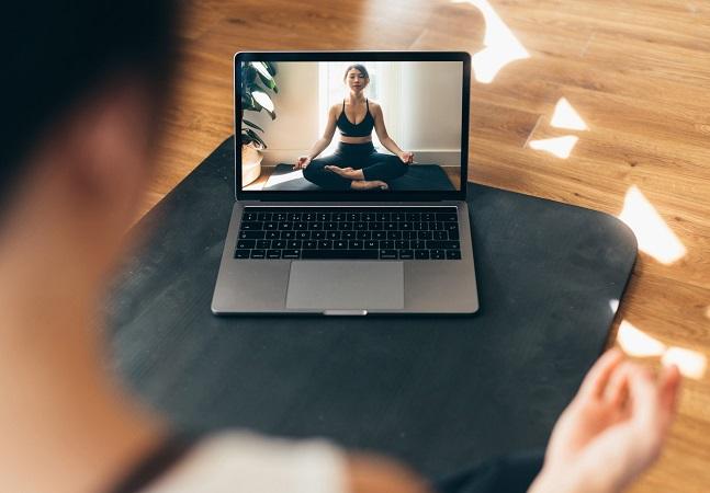 Yoga Alliance libera certificado para formações online em yoga até fim de 2021 devido à pandemia