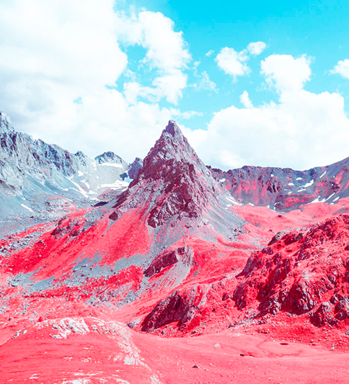 Os alpes franceses parecem montanhas de outro planeta pela fotografia infravermelha