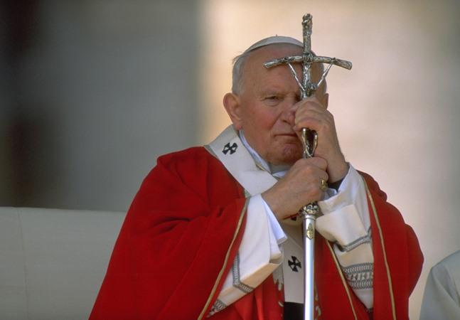 Papa João Paulo II promoveu arcebispo condenado por abusar sexualmente de adultos