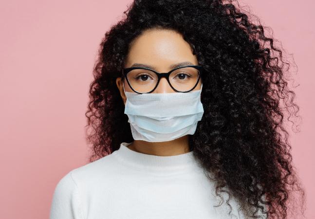 Coronavírus: médico tem a solução para óculos não embaçarem ao usar máscara