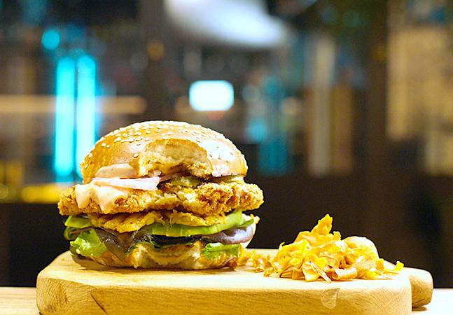 Restaurante em Israel serve somente carne de frango produzida em laboratório
