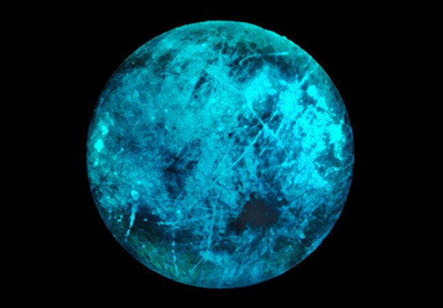 Lua de Júpiter, além da possibilidade de abrigar vida, pode brilhar no escuro
