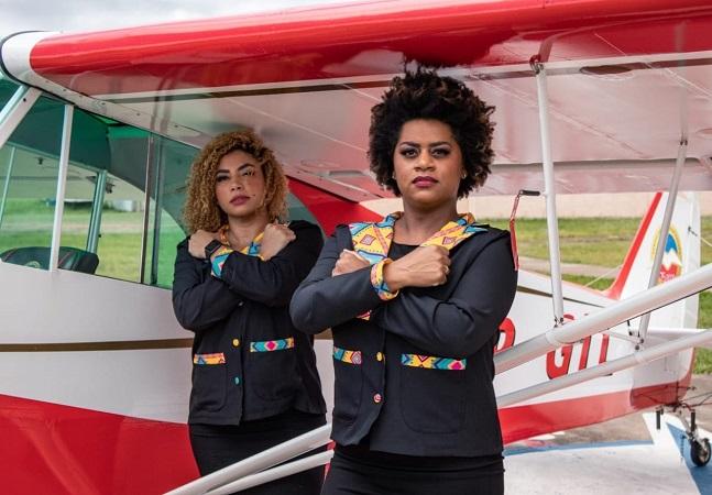 'Pretos que voam': comissária quer bolsas para enegrecer aviação civil