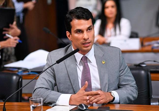 Senador Irajá Silvestre, filho de Kátia Abreu, é acusado de estupro por modelo; ele nega