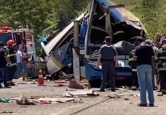 Ônibus de empresa que matou 41 em acidente rodava ilegalmente desde 2019, diz Artesp