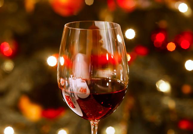Natal: 6 vinhos tintos em promoção para beber na ceia