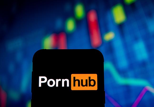 Operadoras de cartão vetam pagamentos em site pornô envolvido em denúncias de pedofilia