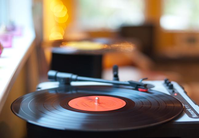 Do fonógrafo ao Resso: streaming interativo do TikTok prova que a maneira como ouvimos música não para de mudar