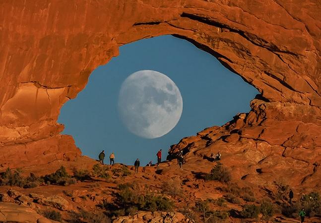 Sem Photoshop: fotógrafo usa truque para que lua pareça gigante em suas fotos