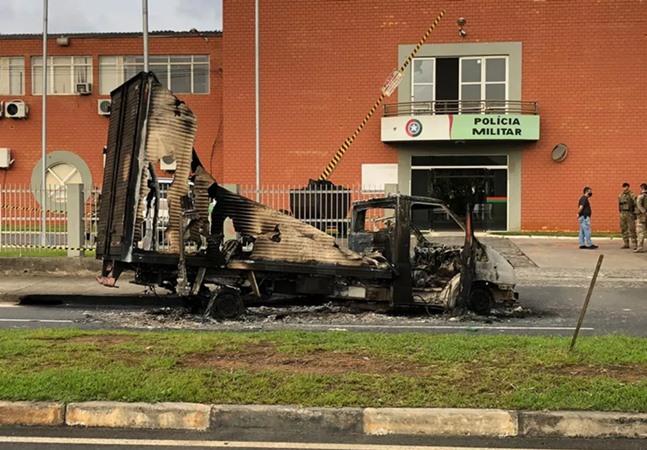 Criciúma: polícia prende 4 pessoas com R$ 800 mil deixados no chão por assaltantes