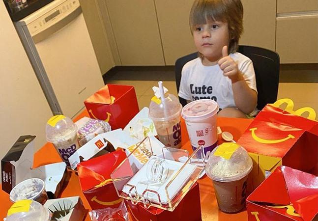 Garoto usa o telefone da mãe para comprar R$ 400 em lanches do McDonald's