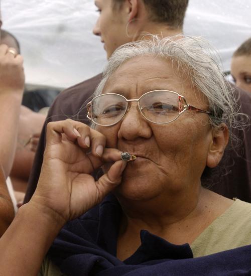 Maconha deixa lista de drogas mais perigosas da ONU em tendência de controle mais brando