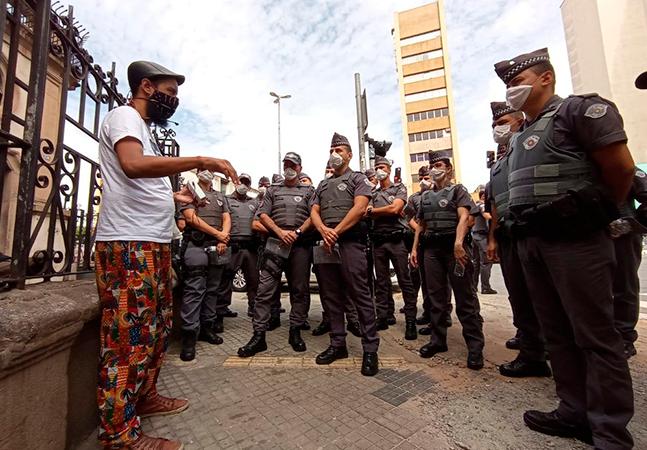 Grupo que teve caminhada perseguida por polícia dá aula sobre história negra a PMs
