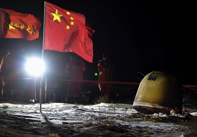 Chineses voltam à Terra com primeiras amostras da superfície da Lua em 44 anos