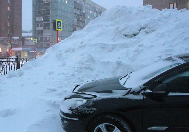 Cidade mais ao norte da Rússia não se abala nem ao ser engolida por 11 dias seguidos de neve