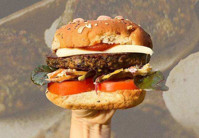 Hambúrguer de algas é alternativa vegan às carnes vegetais ultraprocessadas de laboratório