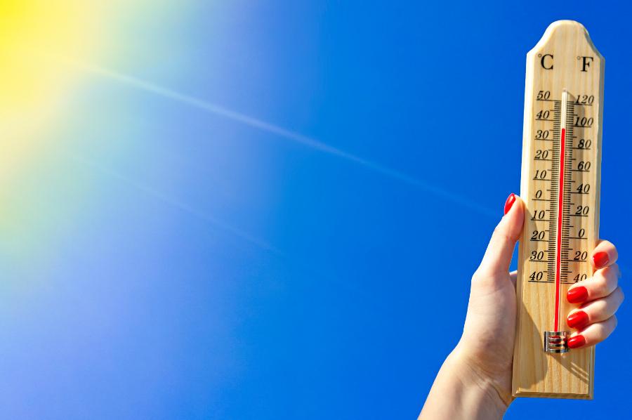 Termômetro mostrando o a temperatura em um dia quente