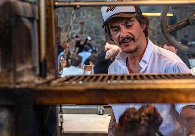 Denúncias de racismo, assédio e beijo à força atingem açougueiro 'influencer' e gerência de restaurante badalado