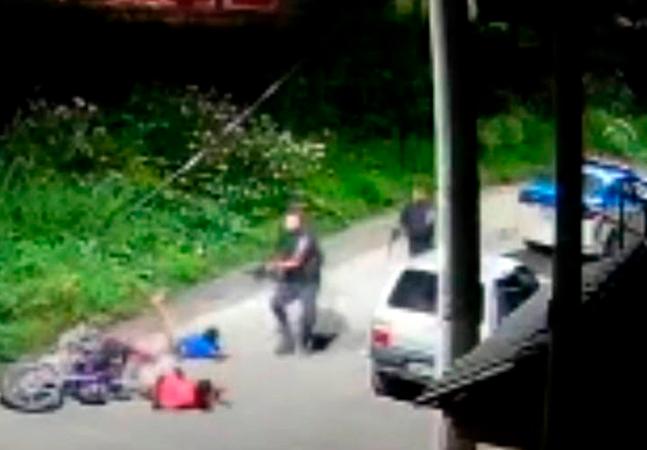 Jovem negro foi executado por PMs com tiro no rosto: 'Dois rapazes pretos não podem andar de moto?'