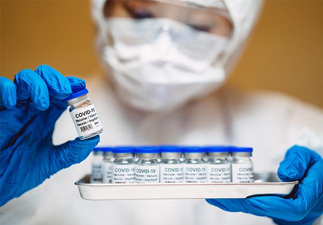 Argentina começou vacinação; Brasil apresenta 3 datas sem agenda fixa
