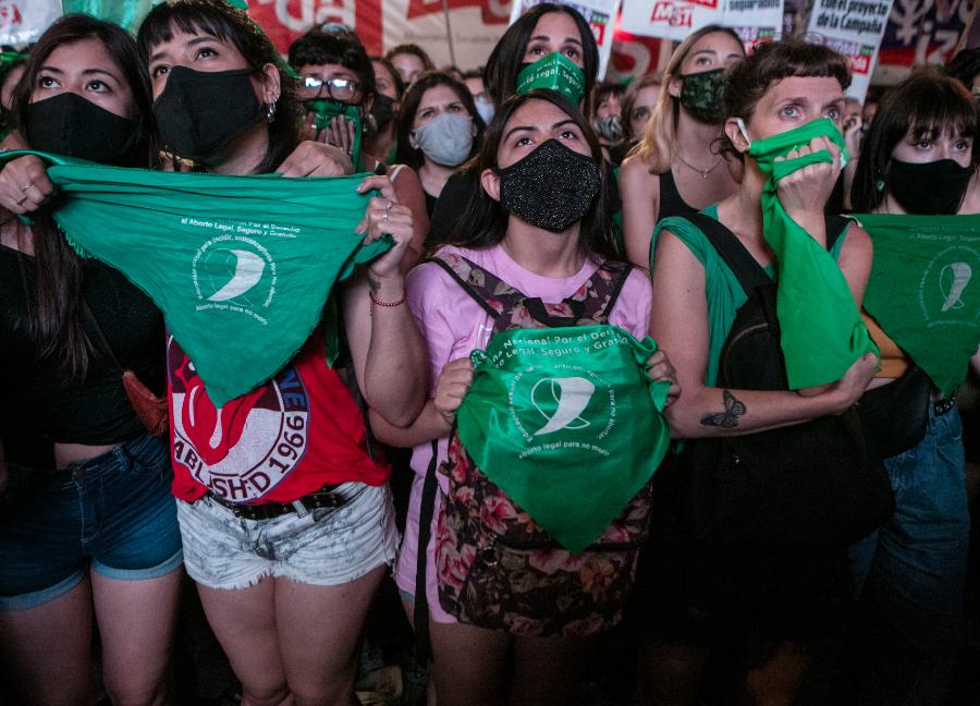 Mulheres argentinas se manifestam pela legalização do aborto