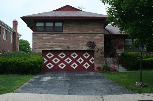 Porta de garagem modernista