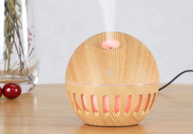 Este umidificador de ar e difusor de aromas é uma ótima opção para perfumar o ambiente