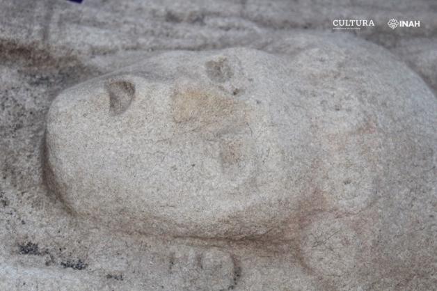 Rosto da estátua huasteca encontrada no México visto de perto