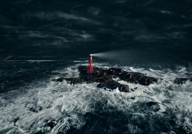 Festival seleciona cinéfilo para assistir filmes por 1 semana em farol perdido no meio do mar
