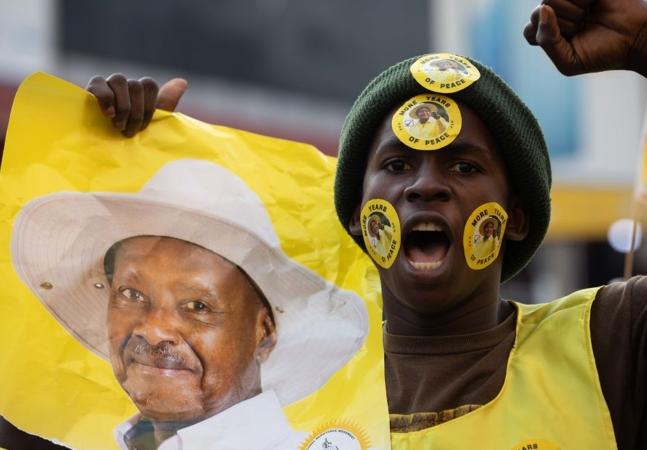 Uganda permanece em ditadura violenta e homofóbica financiada pelos EUA após eleições