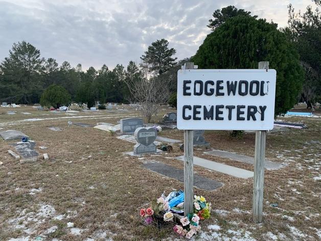 Placa do cemitério Edgewood, na Flórida