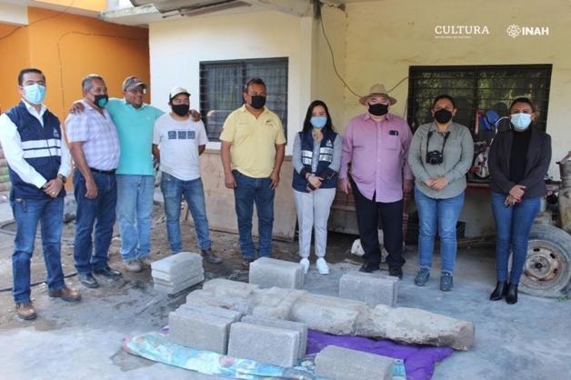 Equipe responsável por encontrar estátua huasteca no México
