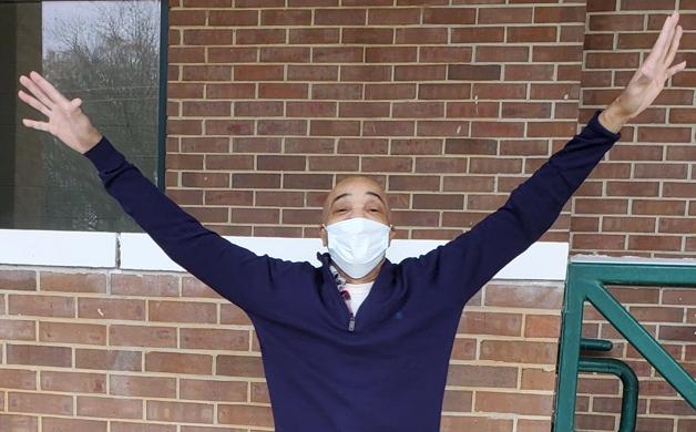 Eddie Lee Howard posto em liberdade depois de 26 anos na prisão injustamente