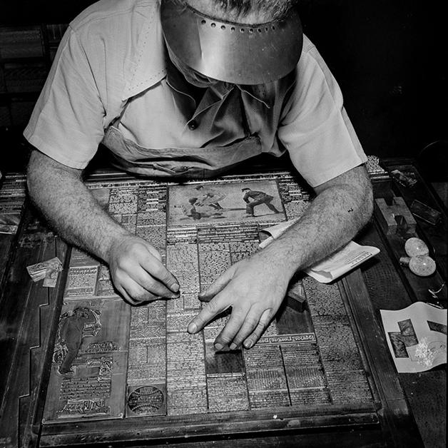 A sessão de esportes do Ny Times sendo preparada em 1942 na composição da tipografia