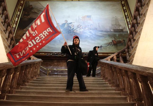 Apoiadores de Trump que tentaram golpe ao invadir Capitólio estão perdendo seus empregos