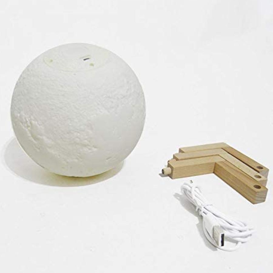 Peças para montagem da luminária Lua; cabo, luminária e base de madeira