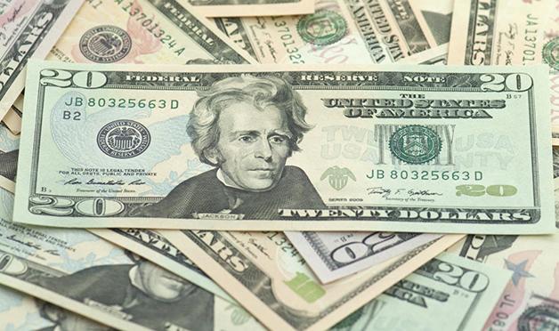 Monte de notas de 20 dólares com o rosto de Andrew Jackson