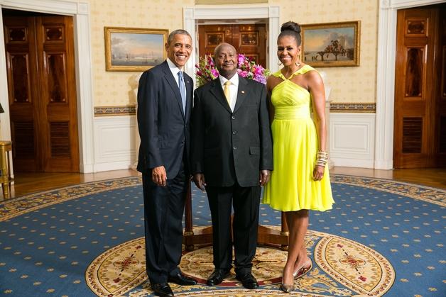Yoweri Museveni junto de Barack e Michelle Obama, na Casa Branca