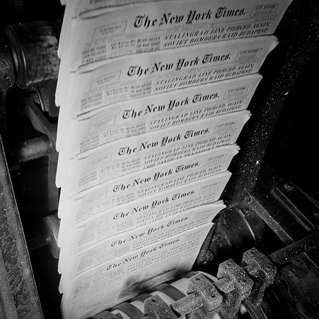 Edição do NY Times saindo da prensa em 1942, fotografada por Marjory Collins
