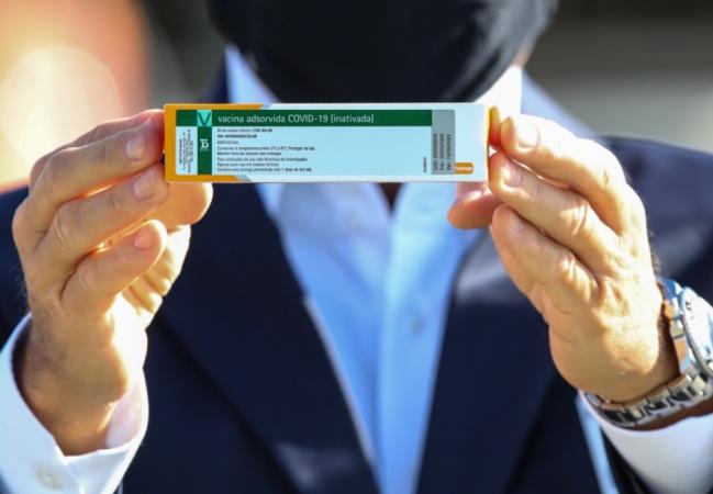 Vacina Coronavac tem eficácia de 78% contra covid-19, diz estudo do Brasil; dados são enviados à Anvisa
