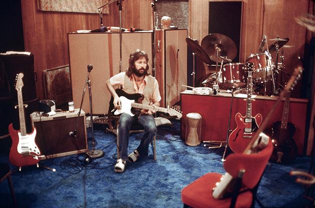 Clapton em estúdio em 1975