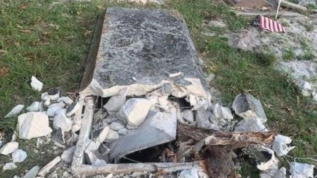 Sepultura violada no cemitério Edgewood, na Flórida