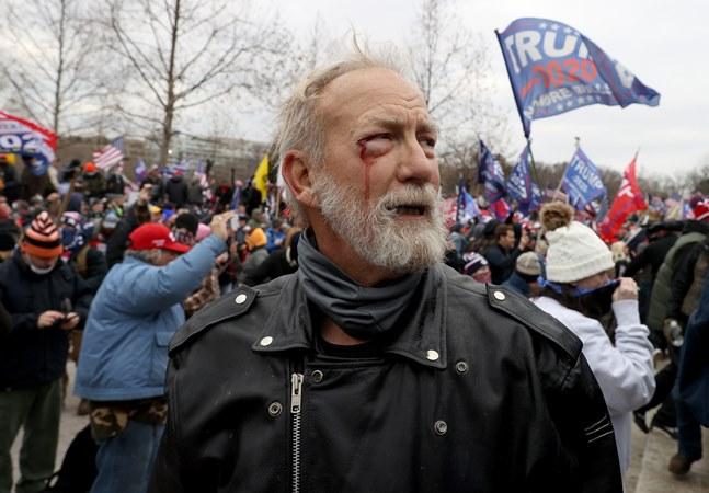 Capitólio é invadido em tentativa de golpe de apoiadores de Trump