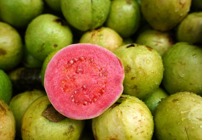 Goiaba tem capacidade de vitamina C 6 vezes maior do que laranja
