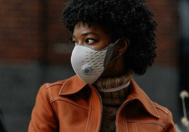 Máscara mede ritmo de respiração, qualidade do ar e nível de proteção
