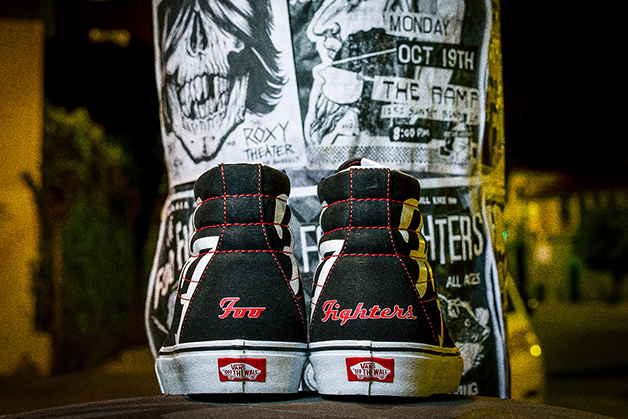 Parte de trás do Tênis Vans em homenagem aos 25 anos da banda Foo Fighters