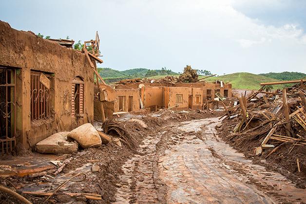Trajeto no município de Bento Rodrigues destruído pelo lama de Mariana