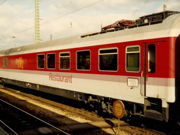McTrem, o vagão de trem transformado em uma filial do McDonald's na Alemanha nos anos 1990