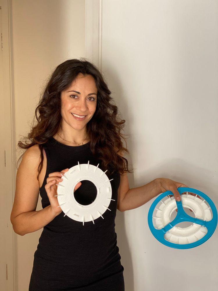 A designer inglesa Kristen Tapping mostra seus filtros para roda de bicicleta
