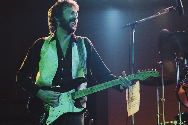 Eric Clapton em 1975 durante um show